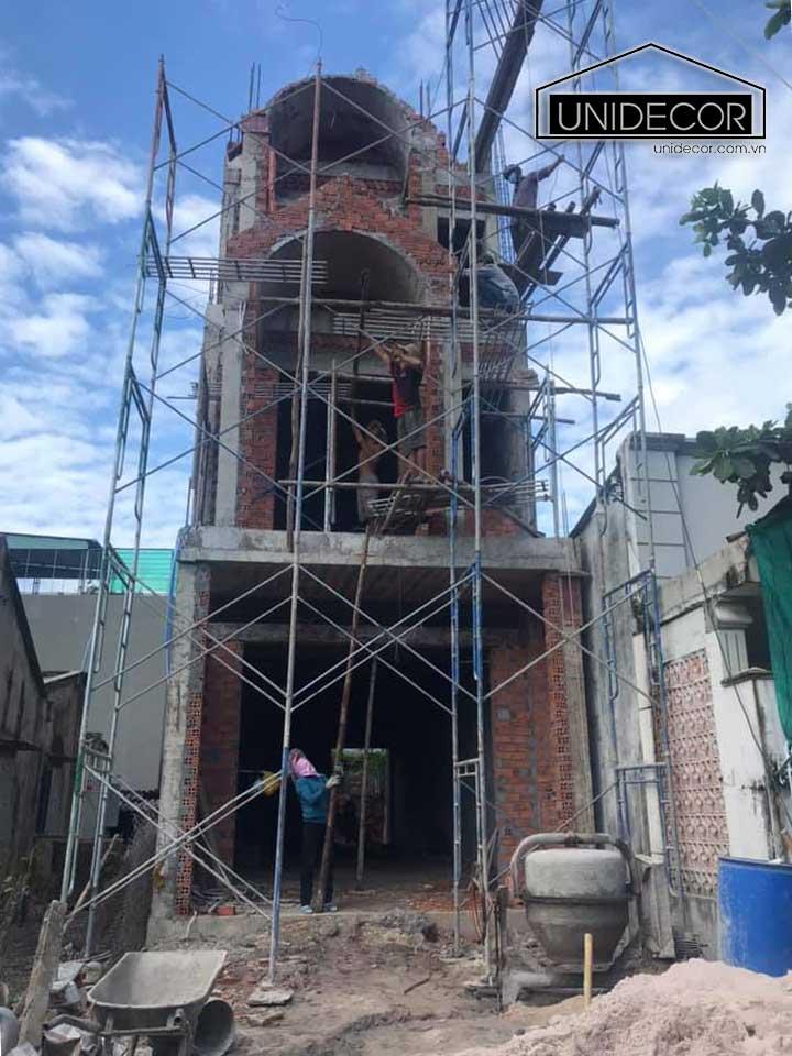 Công trình xây dựng đang hoàn thiện thi công phần thô