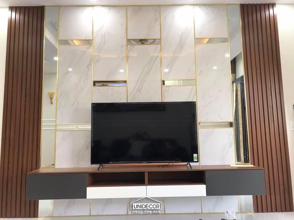 Vách tivi bao gồm hệ lam, đá, kiến và kệ tủ tivi
