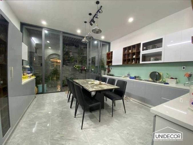 Toàn bộ phòng bếp được sửa lại nhìn là phải khen liền