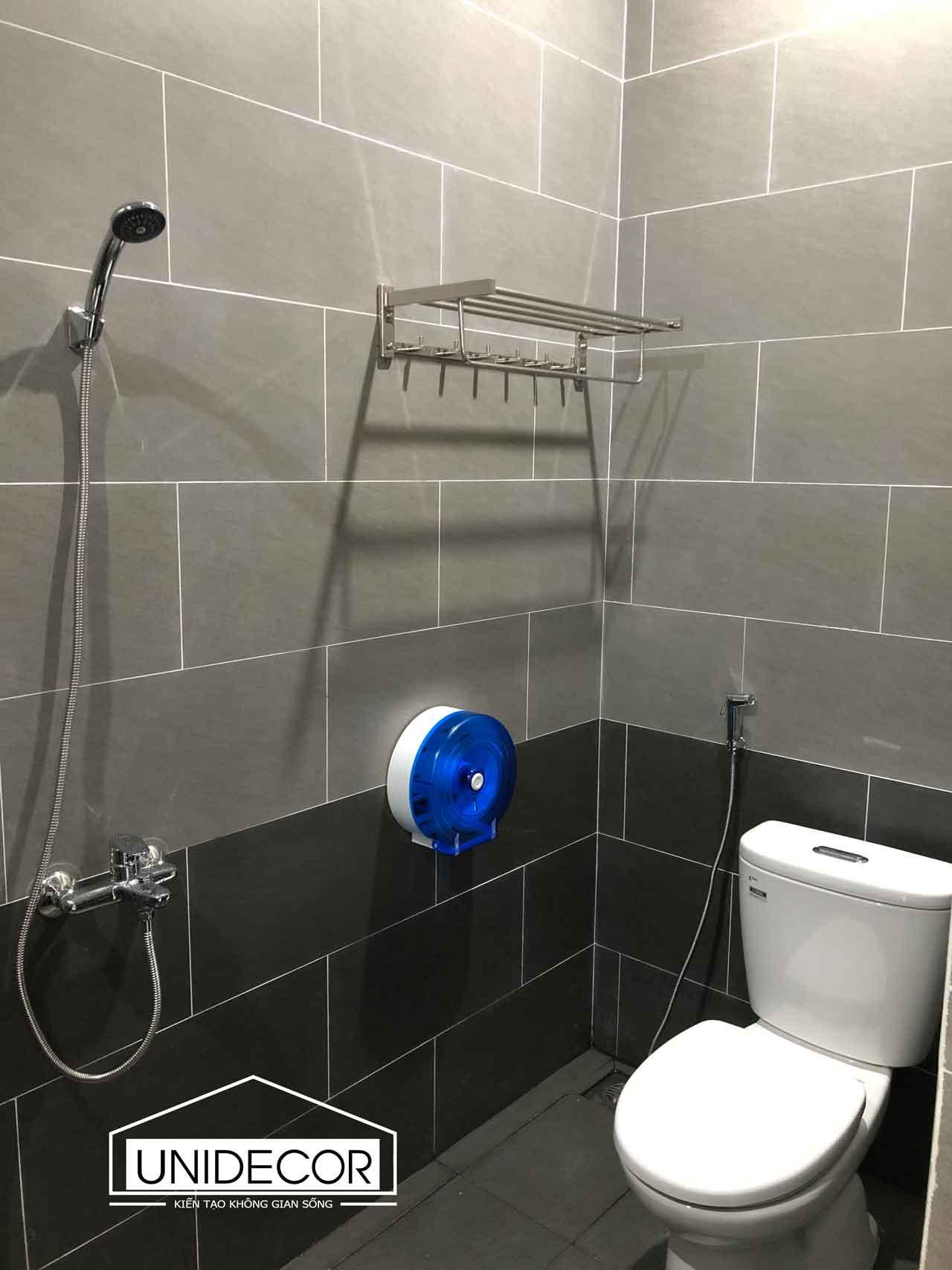 Hoàn thiện toilet tầng 2