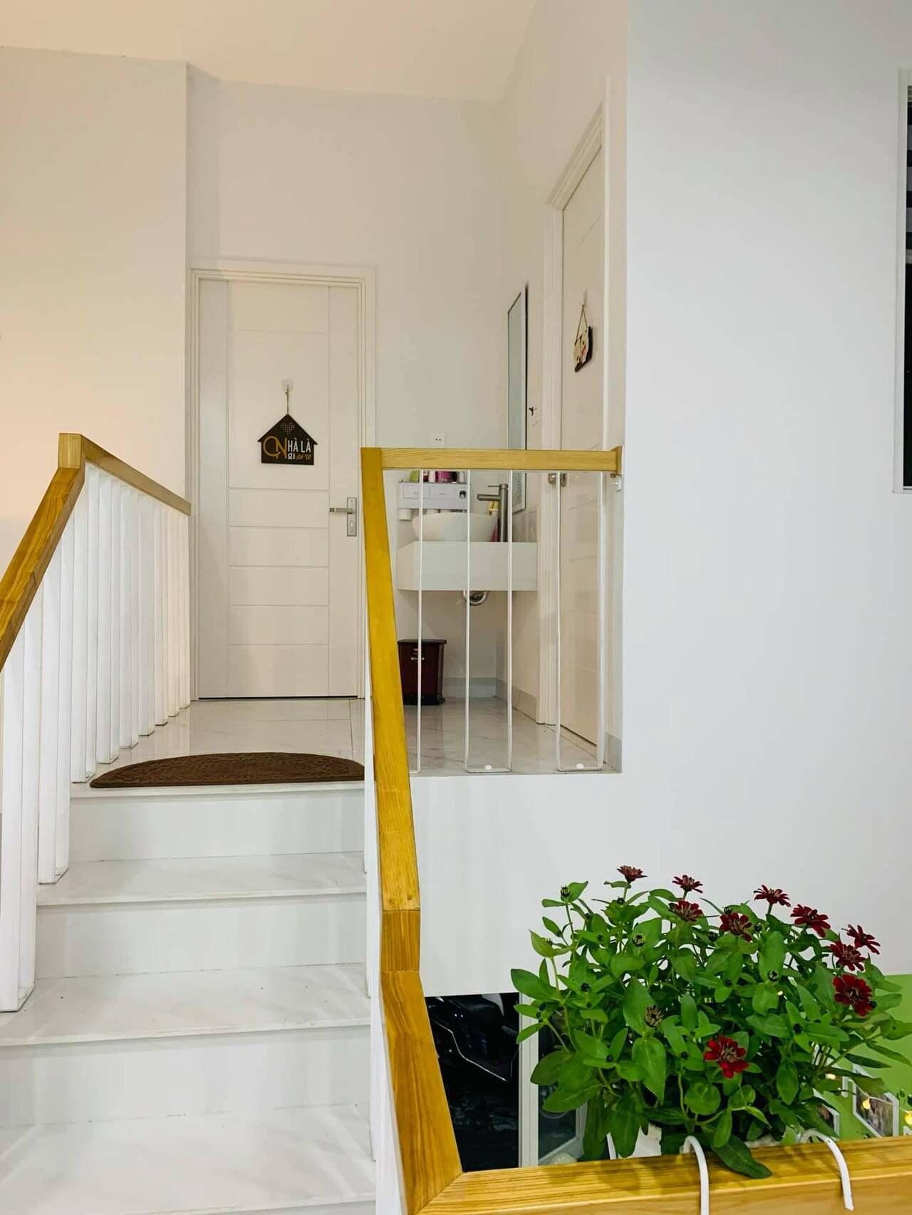 Cầu thang lên phòng ngủ tầng 2