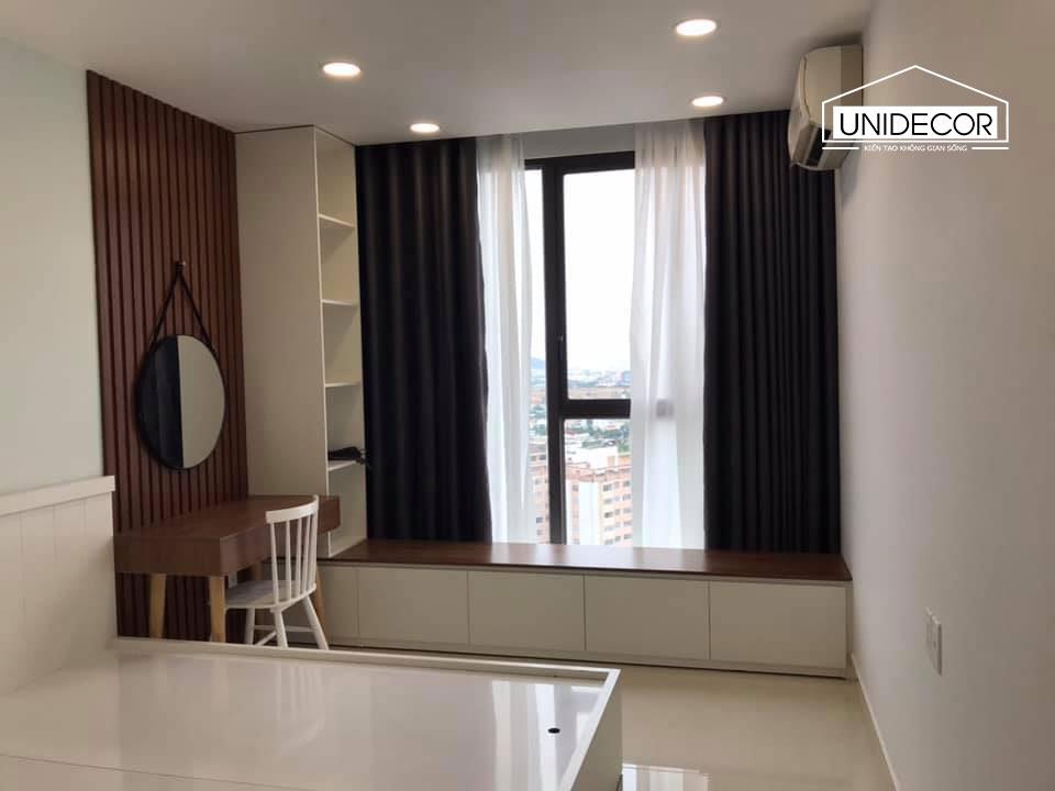 Phòng ngủ thứ nhất nằm kề cửa sổ nên được ánh sáng tự nhiên